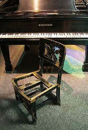 Glenn gould piano and chair