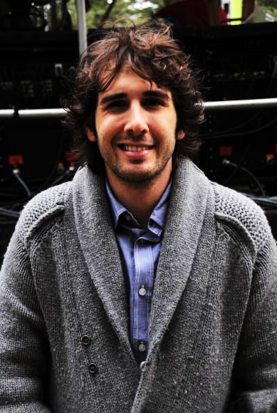 Groban-sweater-02