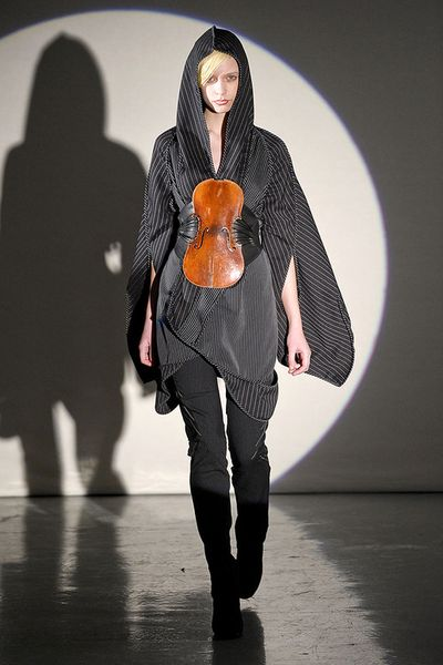 THREEASFOUR-FALL-2011-RTW-PODIUM-013_runway
