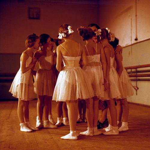 Ballerinas_1956_003.jpg.scaled500