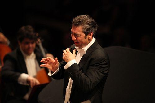 Maestro-Nicola-Luisotti-e-Filarmonia-della-Scala_hg_988_full_l