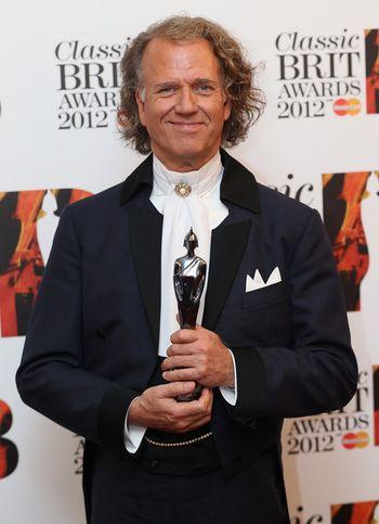 Classic+BRIT+Awards+2012+uBJzkwvSgmkl