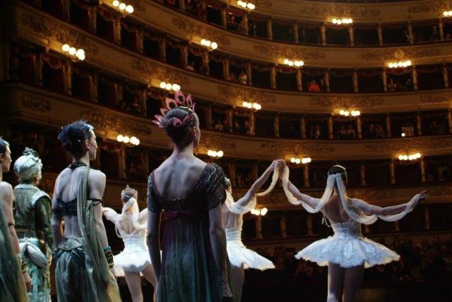X Il Corpo di Ballo ai saluti - ph Brescia Teatro alla Scala 484532MBDG