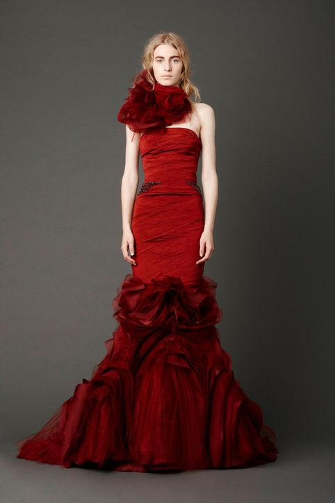 3-chrissy-teigen-wedding-dress-vera-wang-john-legend-celebrity-weddings-0916-h724