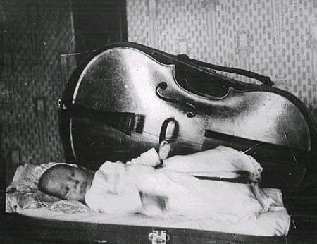 Young_cellist