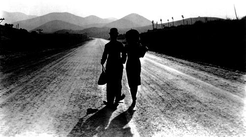 Chaplin_charlie_modern_times_crop